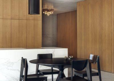 Black Talus Table_CyrylZ Design_fot. Tom Kurek